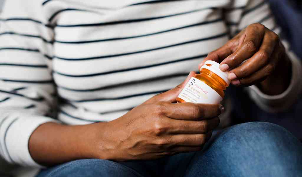 Лечение депрессии в Индустрии медикаментозным способом